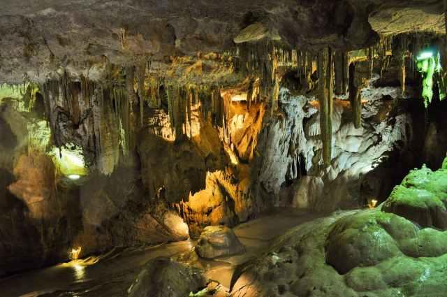nature-france-rocks-caves.jpg